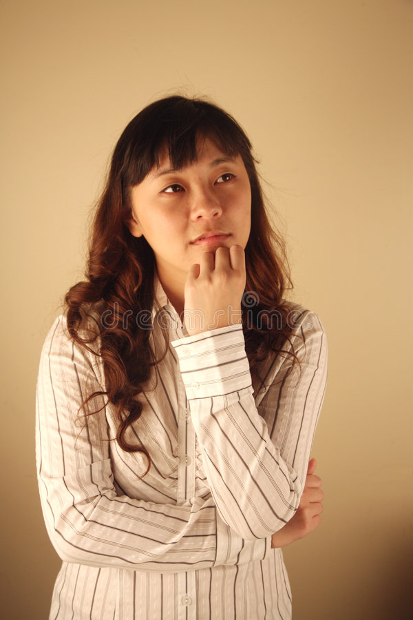 asiatiskt tänka för affärskvinna royaltyfria bilder