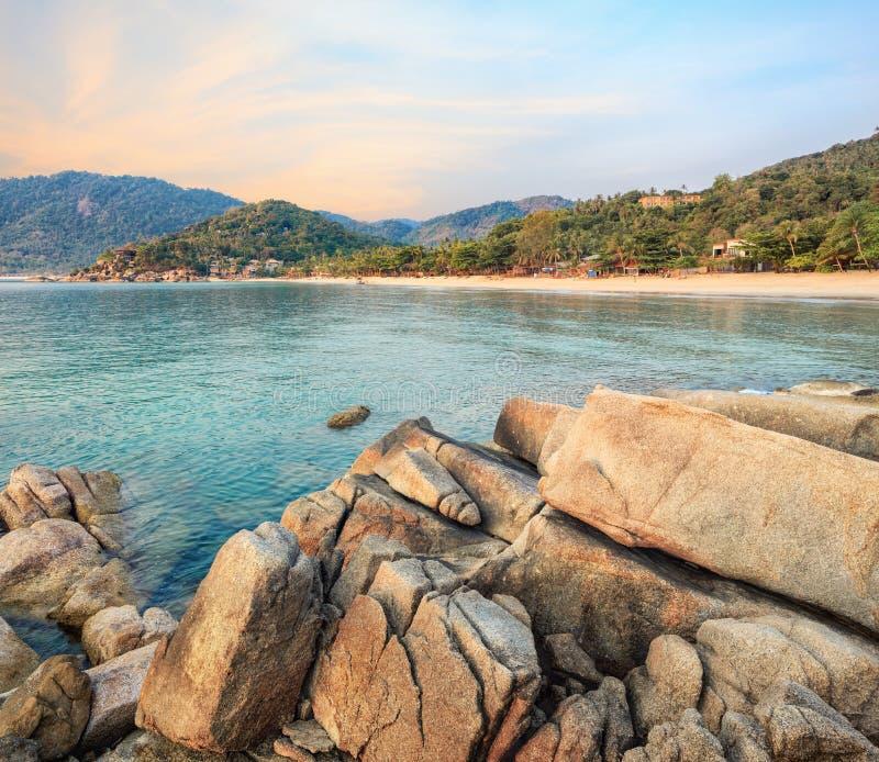 Asiatiskt tropiskt strandparadis i Thailand arkivbild