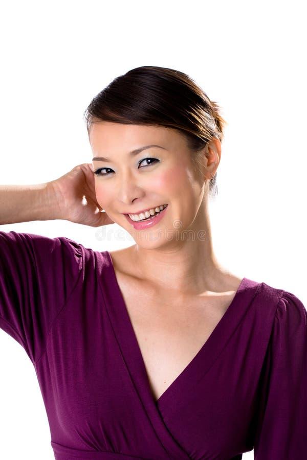 asiatiskt vänligt flickaleende royaltyfria bilder