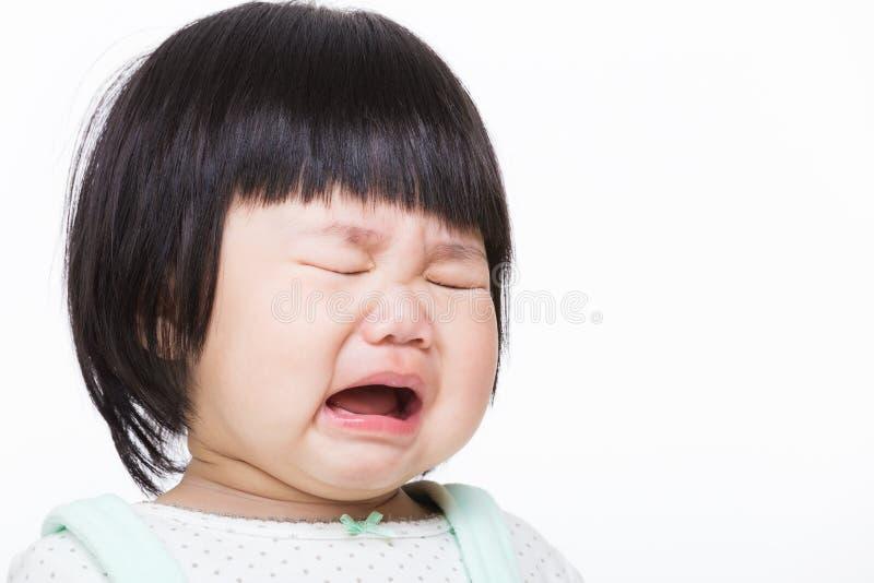 Asien behandla som ett barn flickagråt arkivfoto