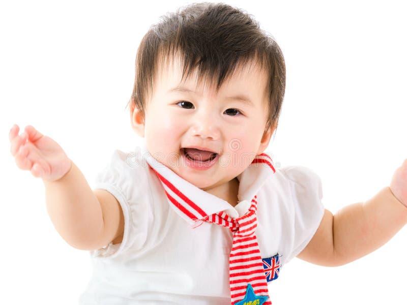 Asien behandla som ett barn flickahänder upp royaltyfria foton