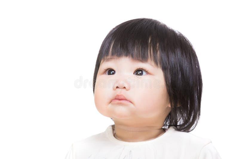 Asien behandla som ett barn flickan som åt sidan ser royaltyfria bilder