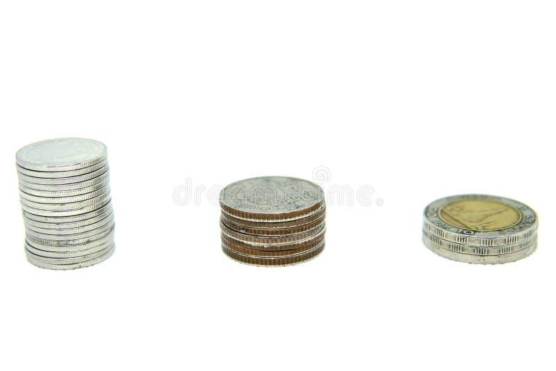 Asien-Münzenstapel auf einem weißen Hintergrund lizenzfreie stockfotografie