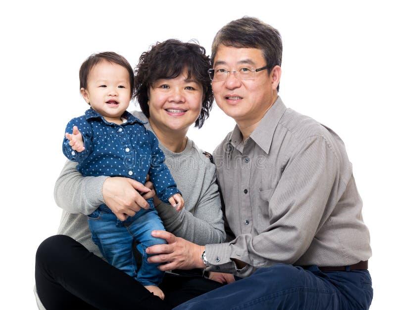 Asien morförälder med deras sondotter royaltyfria foton