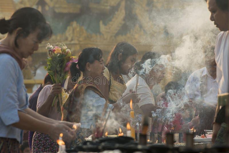 ASIEN MYANMAR YANGON SHWEDAGON PAGOD fotografering för bildbyråer