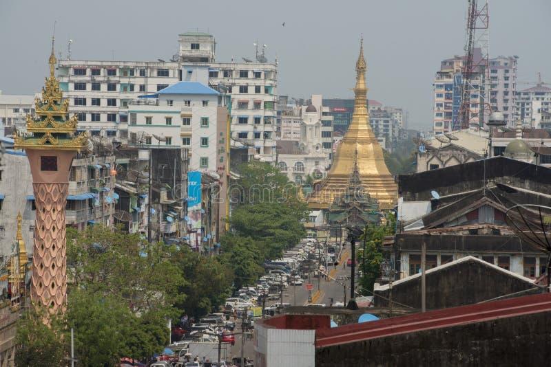 ASIEN MYANMAR YANGON SULE PAYA PAGOD royaltyfria bilder