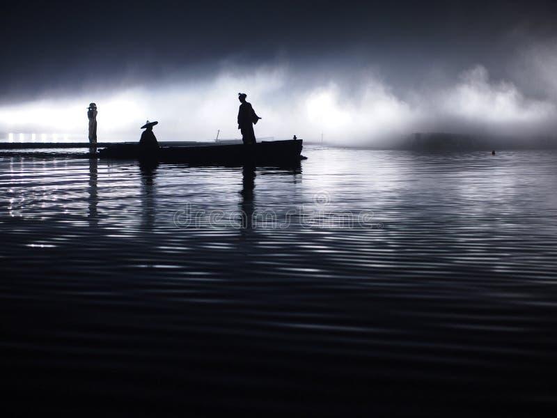 asien Sonnenuntergang, Dämmerungsmondschein, Landschaft bewölkt - Boot mit asiatischen Leuten - des Ozeans, Fluss- Hanzhong, Shaa stockfotos