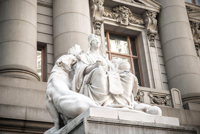 Asien-Statue auf dem U S Zollamt NYC lizenzfreie stockbilder