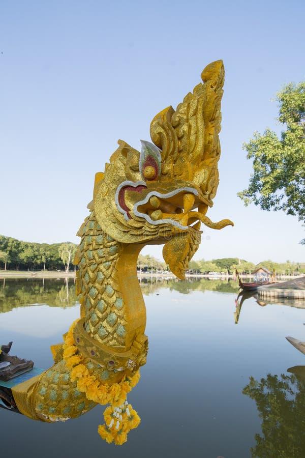 ASIEN THAILAND SUKHOTHAI BARKASS royaltyfri foto