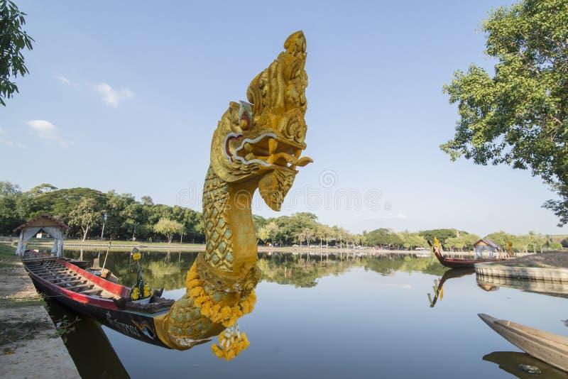 ASIEN THAILAND SUKHOTHAI BARKASS royaltyfria foton