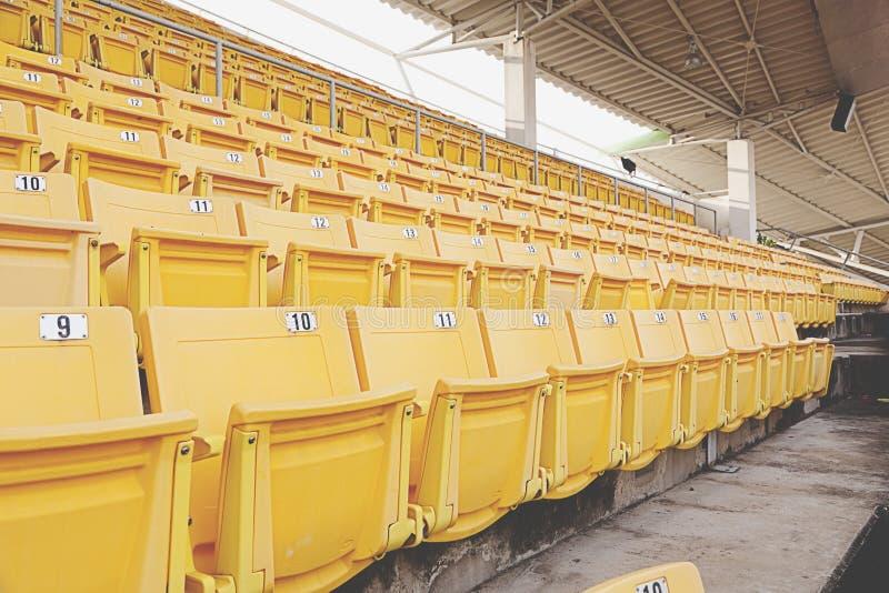 Asiento anaranjado vacío del estadio fotos de archivo