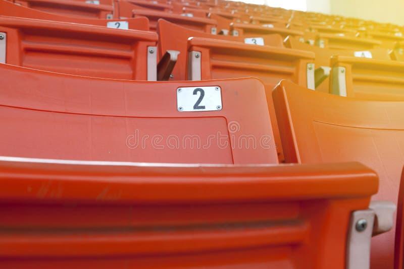 Asiento anaranjado vacío del estadio imágenes de archivo libres de regalías