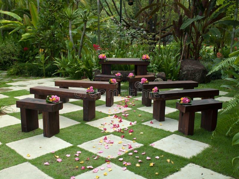 Asiento de la boda del jardín imagen de archivo libre de regalías