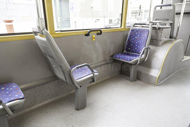 Asiento dentro de una tranvía foto de archivo