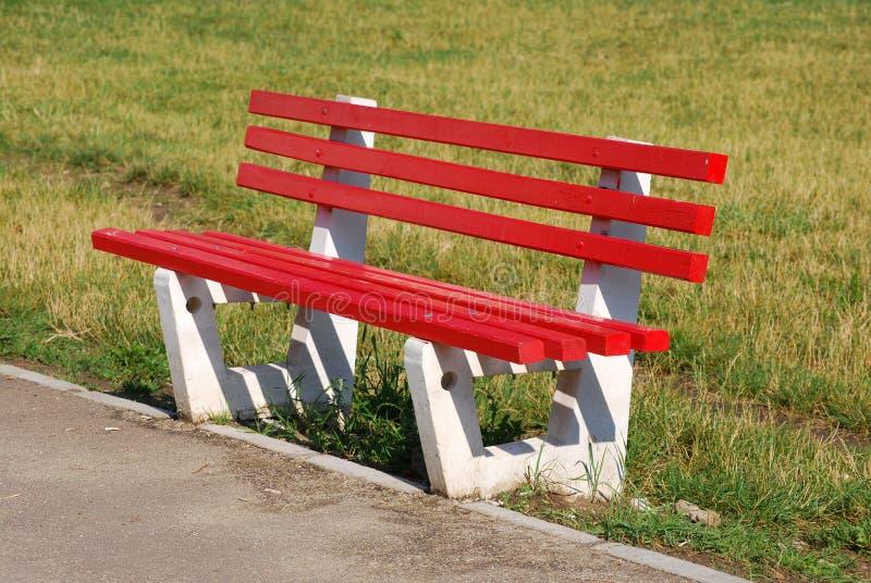Asiento/parque rojos fotografía de archivo
