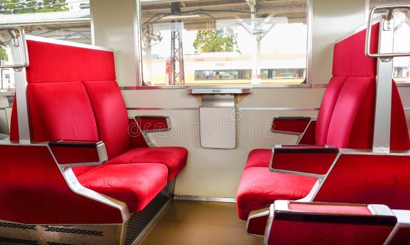 Asiento rojo del tren foto de archivo
