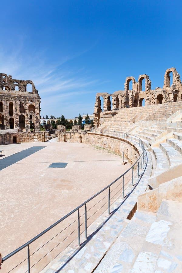 Asientos Antiguos Demolidos En Amphitheatre Tunecino Foto de archivo libre de regalías