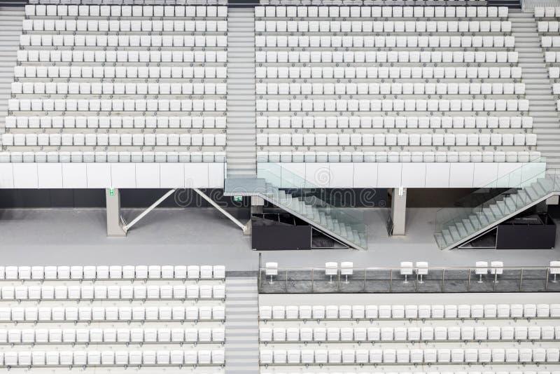 Download Asientos Blancos En El Estadio Grande Imagen de archivo - Imagen de fútbol, fondo: 100531621