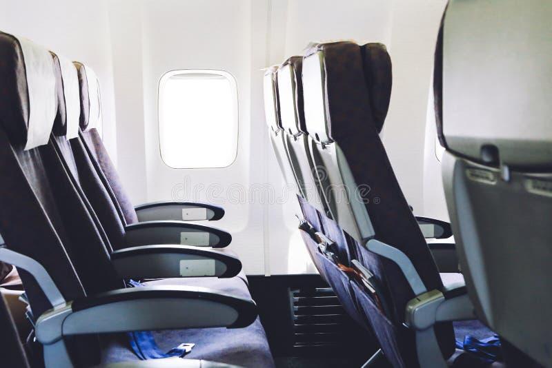 Asientos del aeroplano en la cabina de la clase de economía fotos de archivo libres de regalías