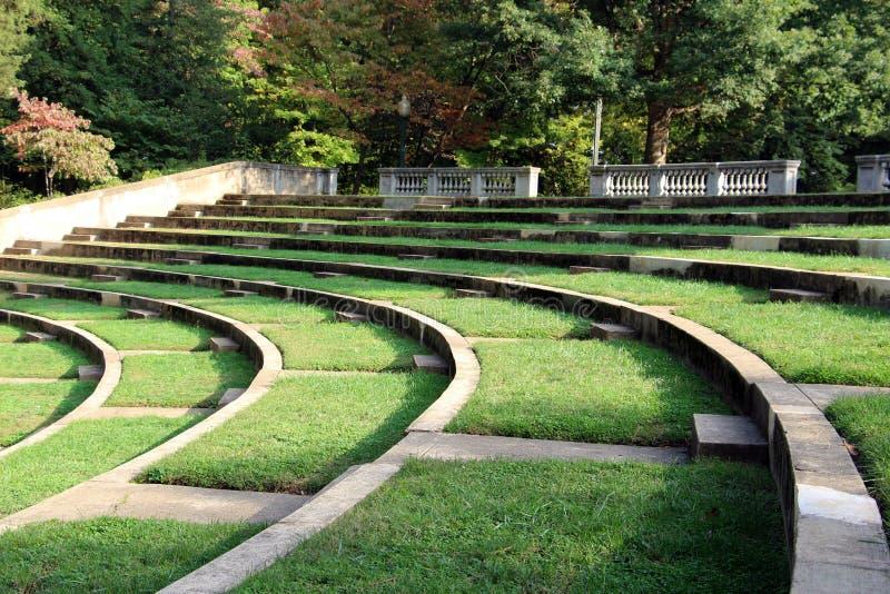 Asientos del amphitheatre del aire abierto imágenes de archivo libres de regalías