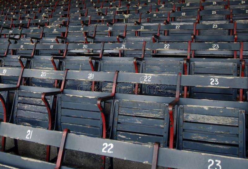 Asientos del parque del béisbol foto de archivo