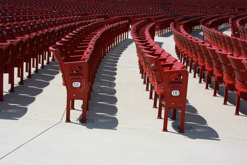 Asientos plásticos rojos, cara fotografía de archivo