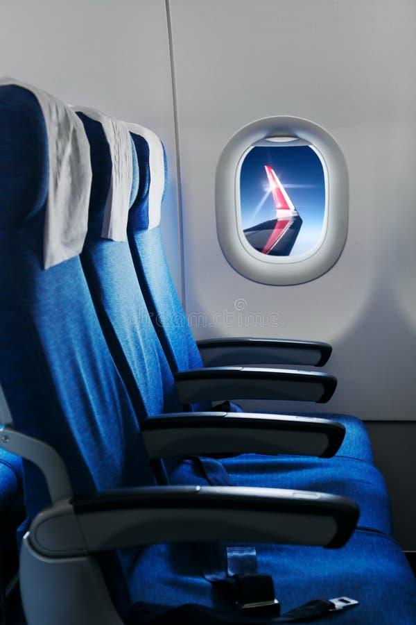 Asientos planos vacíos de aire Interior del aeroplano imagen de archivo libre de regalías