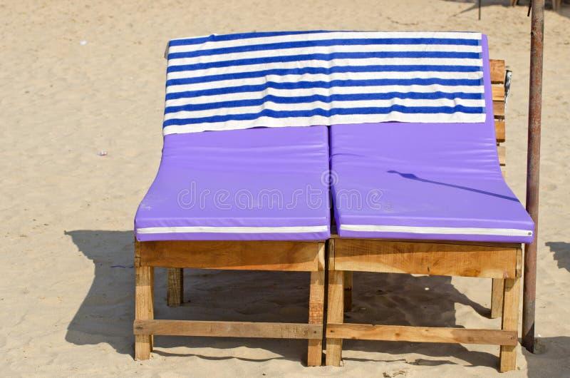 Download Asientos Relajantes De Los Sofás En La Arena De La Playa, Goa Foto de archivo - Imagen de daydreaming, india: 41917092
