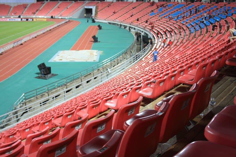 Asientos rojos del estadio imagen de archivo libre de regalías