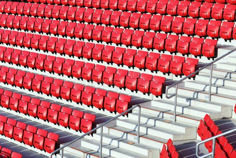 Asientos rojos del estadio fotos de archivo libres de regalías