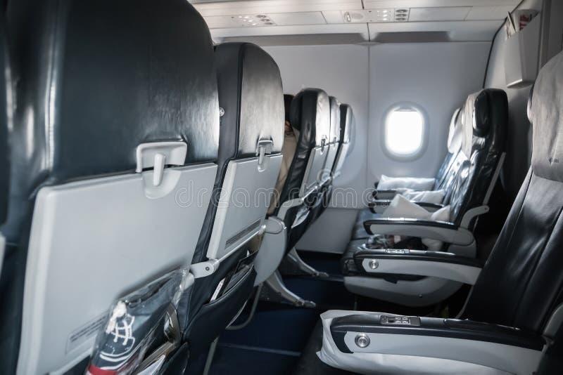 Asientos vacíos del aeroplano Dentro de la cabina Boeing Asientos en clase de economía fotos de archivo libres de regalías