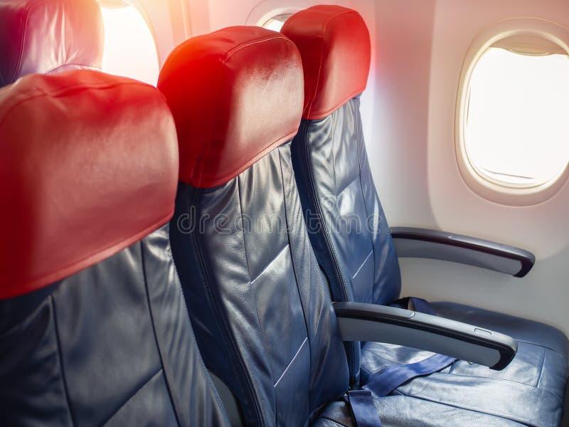 Asientos vacíos del aeroplano del pasajero imagen de archivo