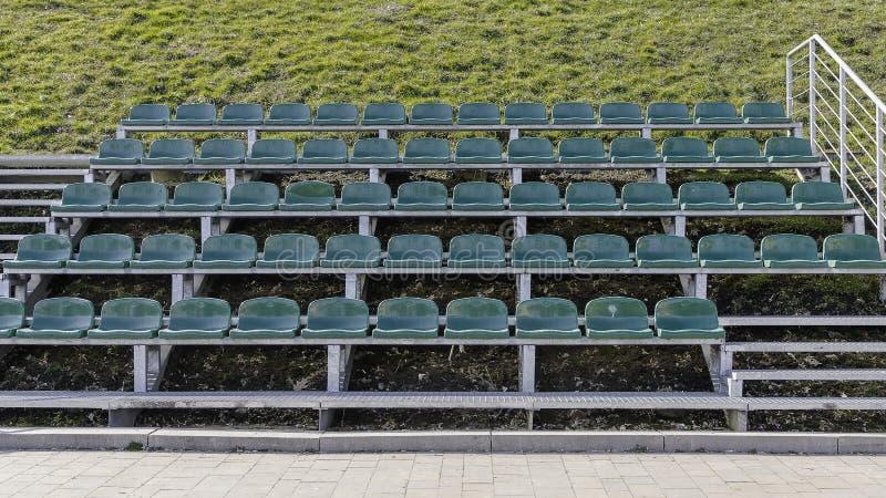 Asientos verdes del estadio imagen de archivo libre de regalías