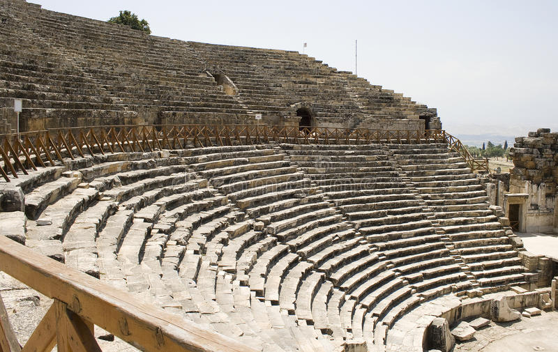 Asientos y diazoma en el teatro Antic foto de archivo libre de regalías