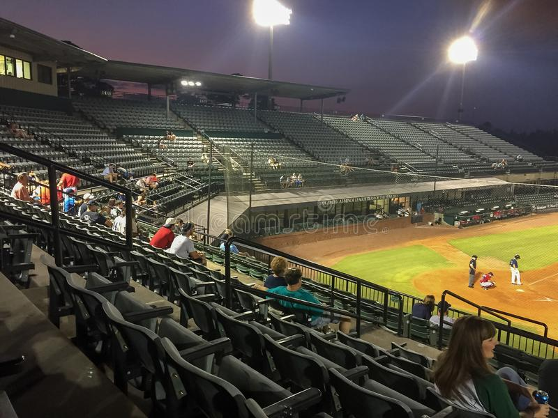 Asientos y fans en un parque del béisbol fotos de archivo libres de regalías