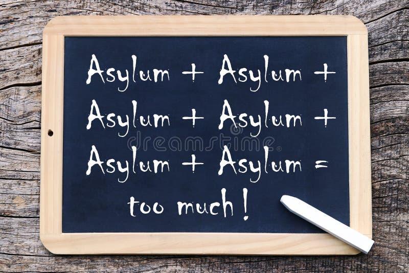 Asile + asile + asile = trop ! Trop d'asile écrit sur un tableau noir images libres de droits