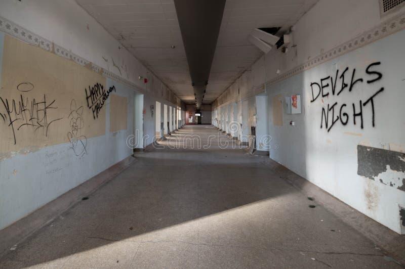 Asilo abandonado para la exploración urbana criminal insana foto de archivo