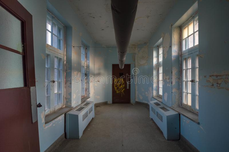 Asilo abandonado para la exploración urbana criminal insana foto de archivo libre de regalías