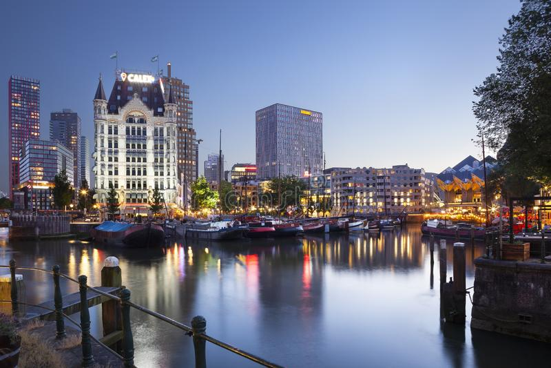 Asilo de Oude en Rotterdam en el crepúsculo fotografía de archivo