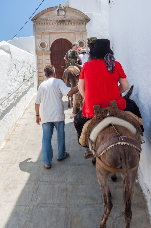 Asini Lindos Rhodes Greece dei turisti immagini stock