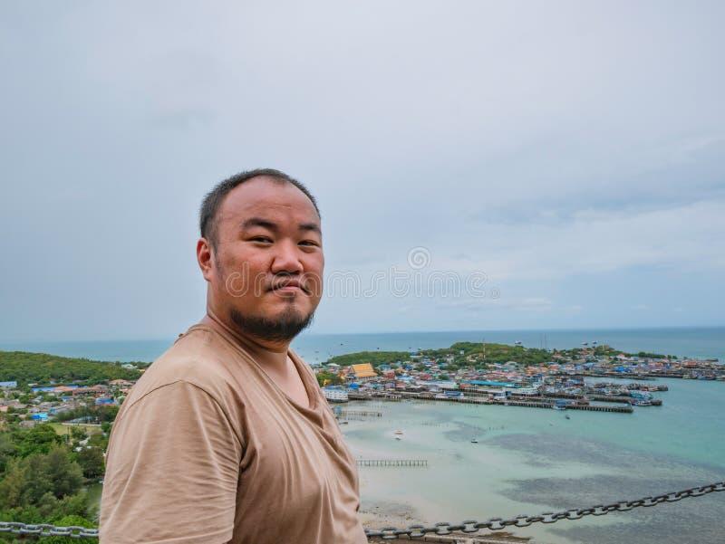 Asisn podróżnika Gruby stojak na górze Khao Ma Jor mola zdjęcie stock