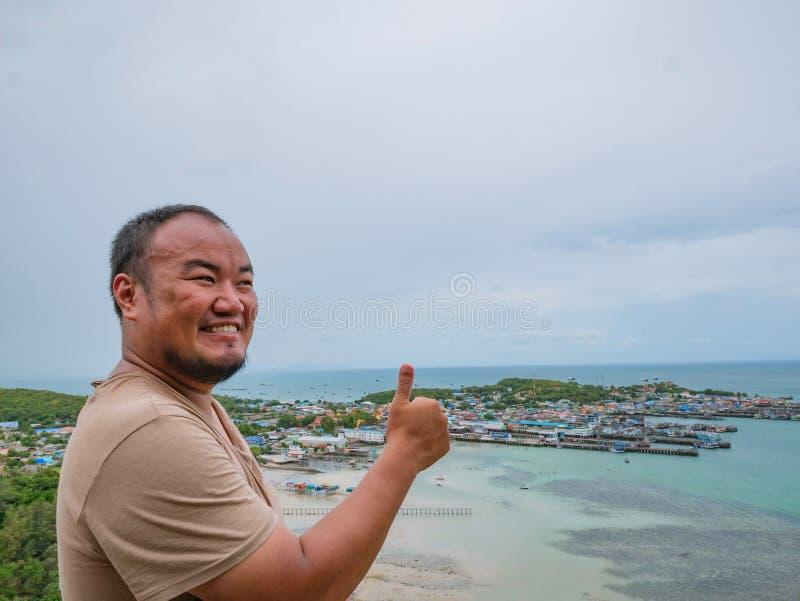 Asisn podróżnika Gruby stojak na górze Khao Ma Jor mola zdjęcia stock