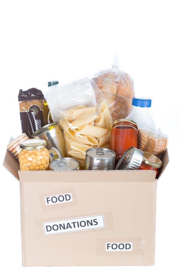 Ask av mat som ska doneras royaltyfri fotografi