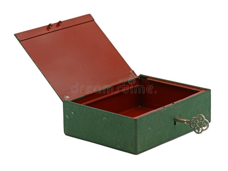 Ask för lås för öppet grönt järn för tappning gammalt mini-, tom kassaskrin med tangent som isoleras på vit bakgrund royaltyfria bilder