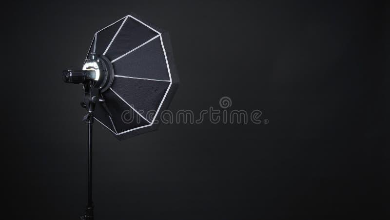 Ask och exponering för yrkesmässig fotostudio mjuk på tripoden royaltyfria foton