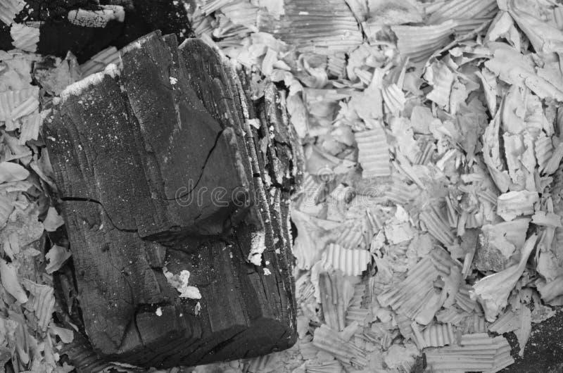 Aska efter grillfesten arkivbilder