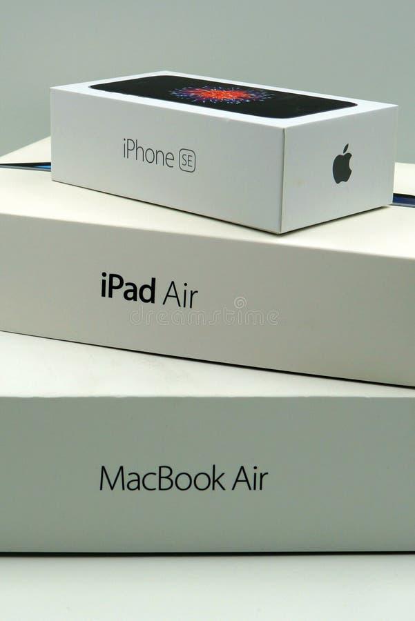 Askar för detaljhandel för Apple iPhoneSE, iPadluft- och MacBook Pro arkivbilder