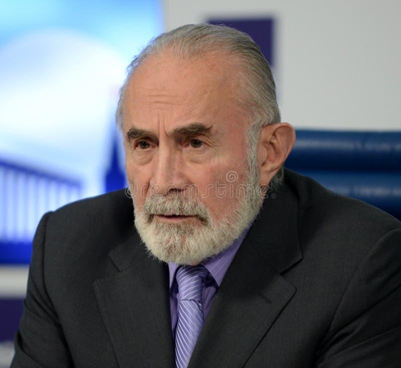 Aslambek Aslakhanov - rysk politiker, medlem av rådet av federation Ställföreträdande Chairman av federationrådskommittén på royaltyfria bilder