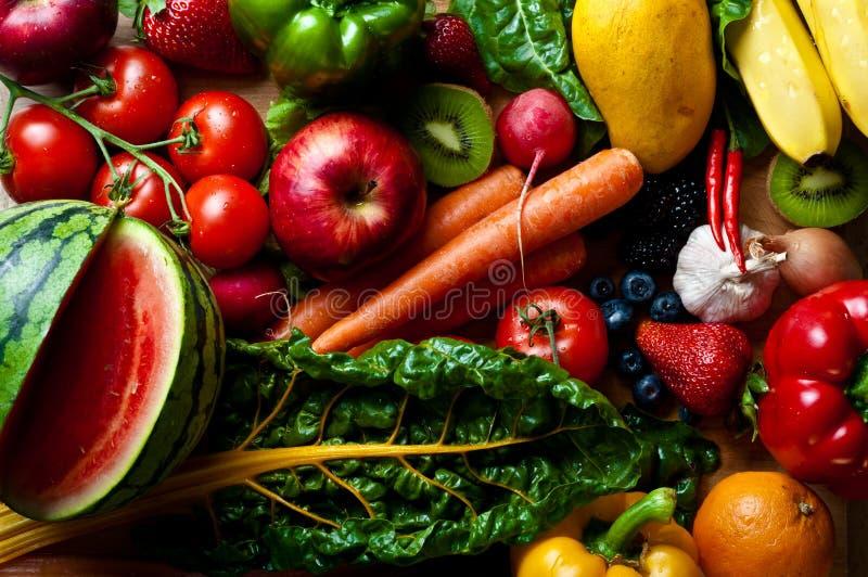 Asortowane owoc warzywa i korzenny materiał, zdjęcia stock