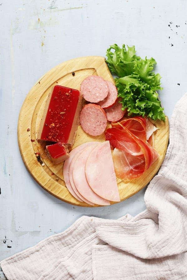 Asortowani delikatesów mięsa - baleron, salami, Parma, prosciutto fotografia royalty free